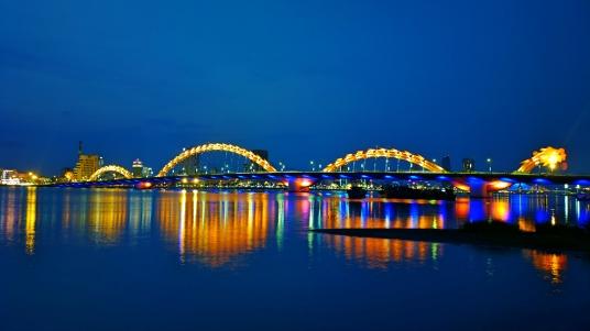 越南岘港龙桥