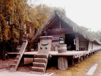 越南居民早期就在高脚屋中生活的
